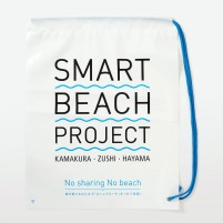 夏の湘南海岸でのプロジェクト用バッグ